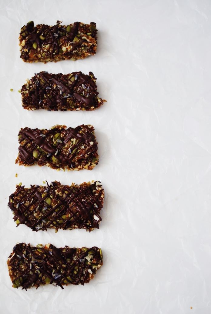 Lavender and Cardamom Raw Granola Bars with Dark Chocolate Drizzle // Keeping Willow